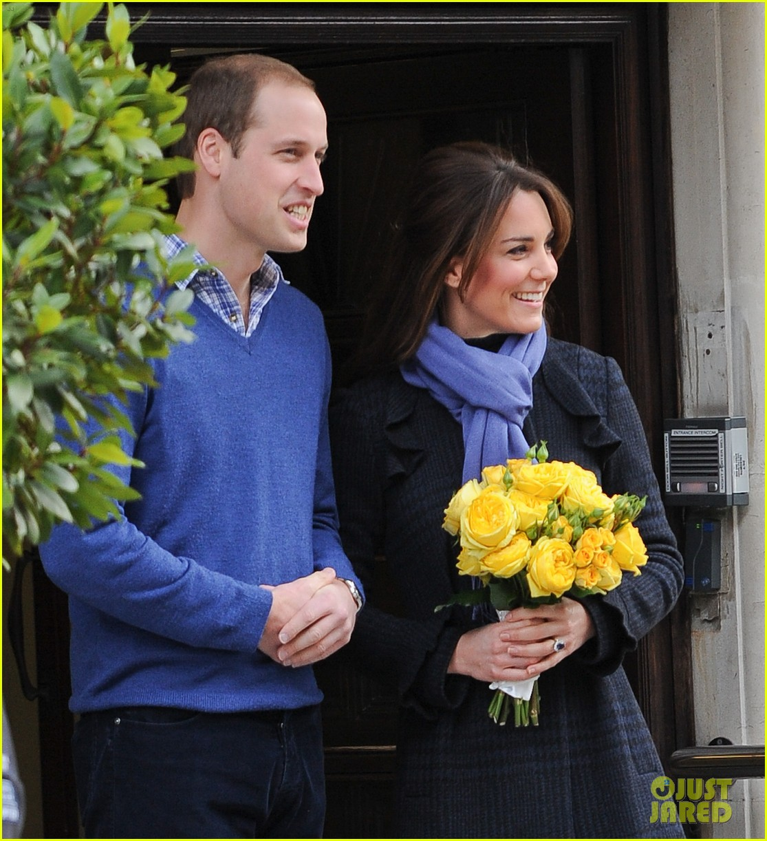 pregnant kate middleton leaves hospital with prince william 09