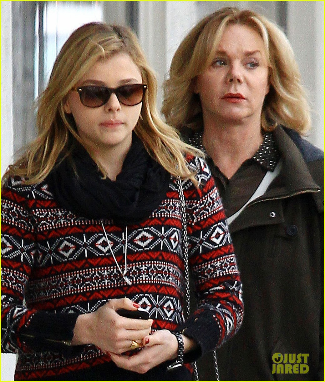 chloe moretz sur lunch with mom teri 01