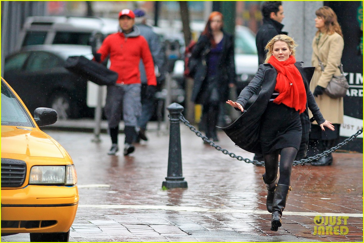 jennifer morrison runs jumps for once upon a time 07