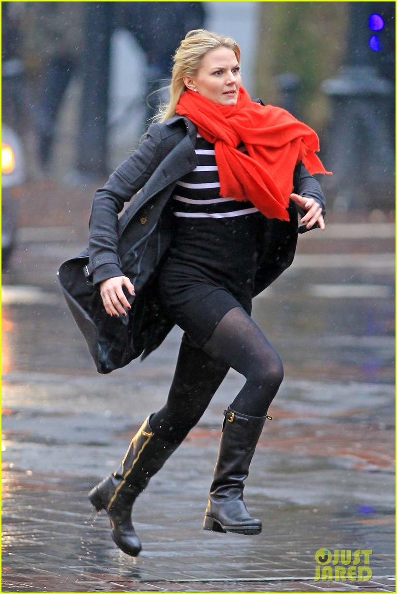 jennifer morrison runs jumps for once upon a time 092775881