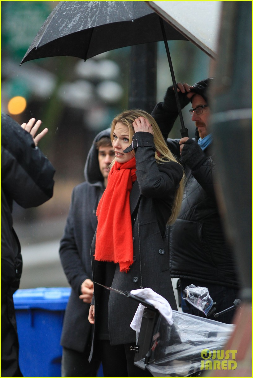 jennifer morrison runs jumps for once upon a time 14