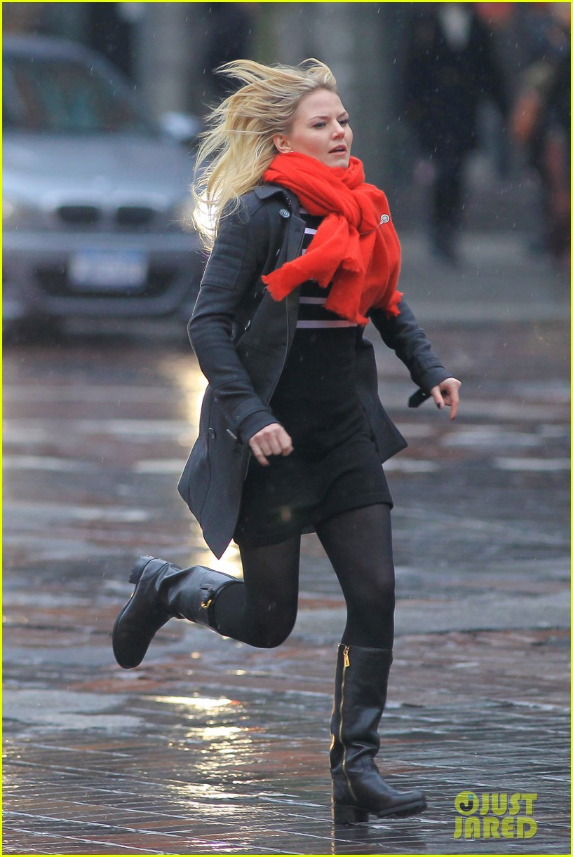 jennifer morrison runs jumps for once upon a time 192775891