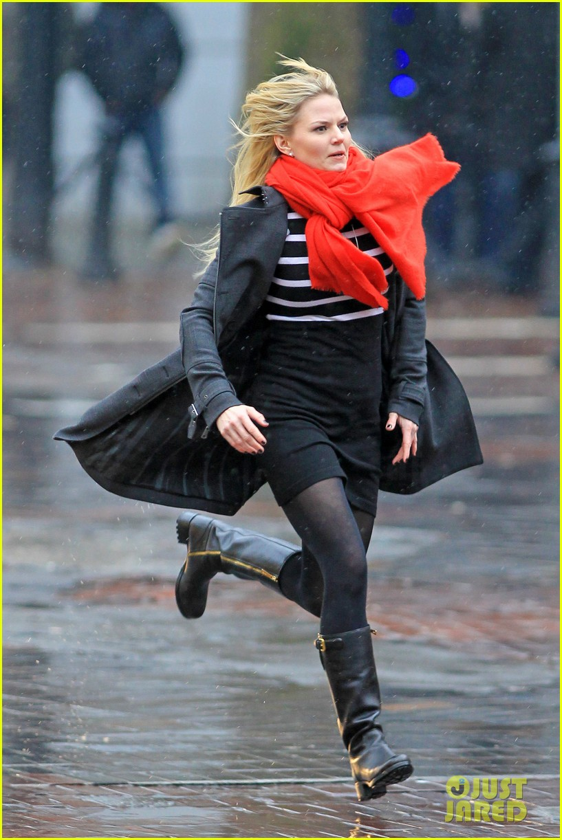jennifer morrison runs jumps for once upon a time 21