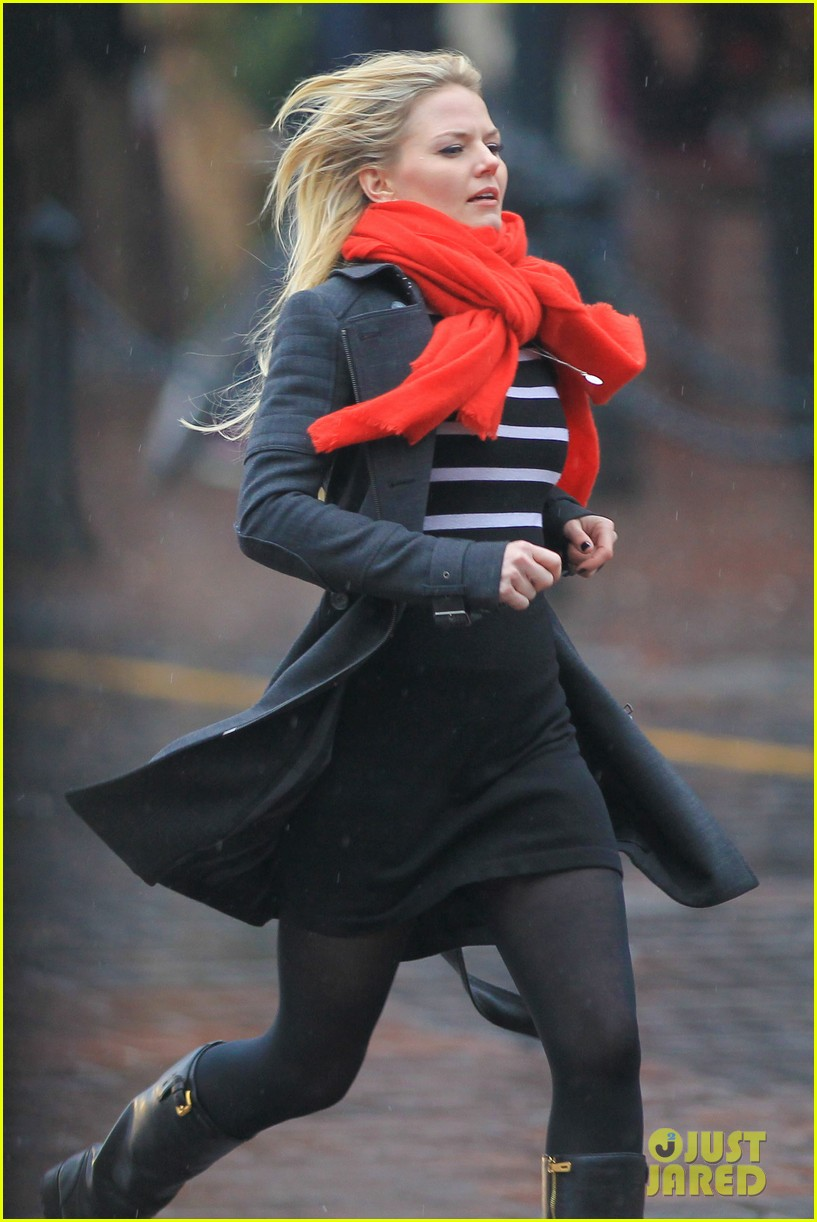 jennifer morrison runs jumps for once upon a time 23