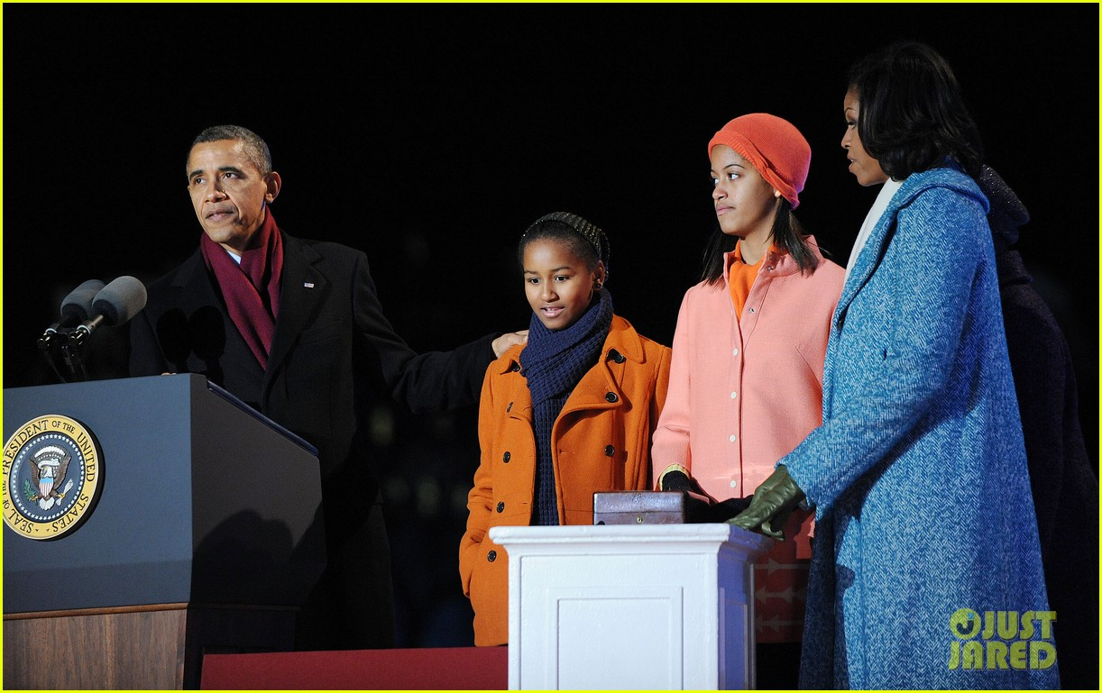 barack obama tree lighting with michelle the girls 10