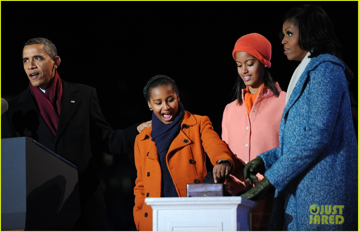 barack obama tree lighting with michelle the girls 11