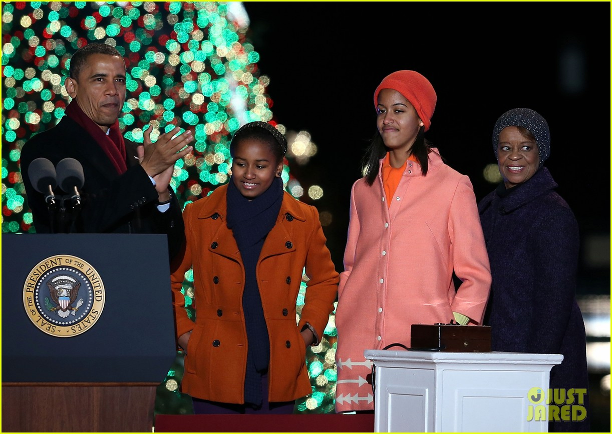 barack obama tree lighting with michelle the girls 13