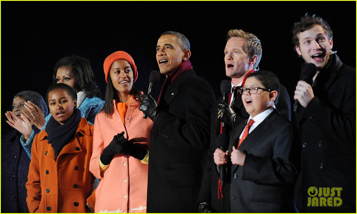 barack obama tree lighting with michelle the girls 14