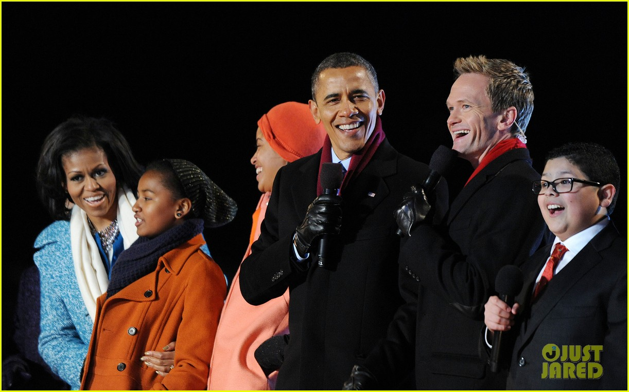 barack obama tree lighting with michelle the girls 15