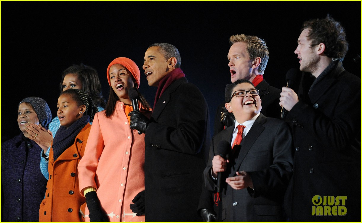 barack obama tree lighting with michelle the girls 17