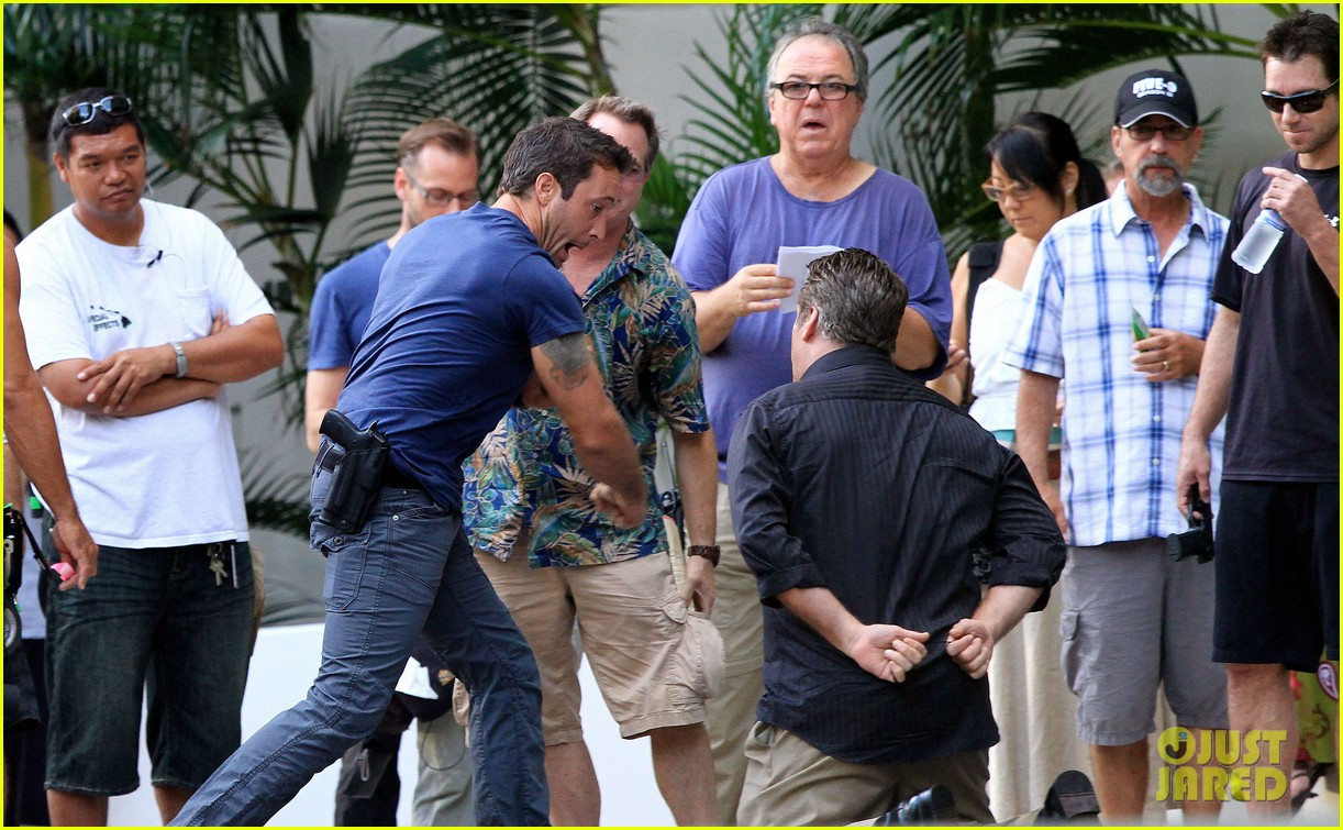 alex oloughlin hawaii feels like australia to me 162770944