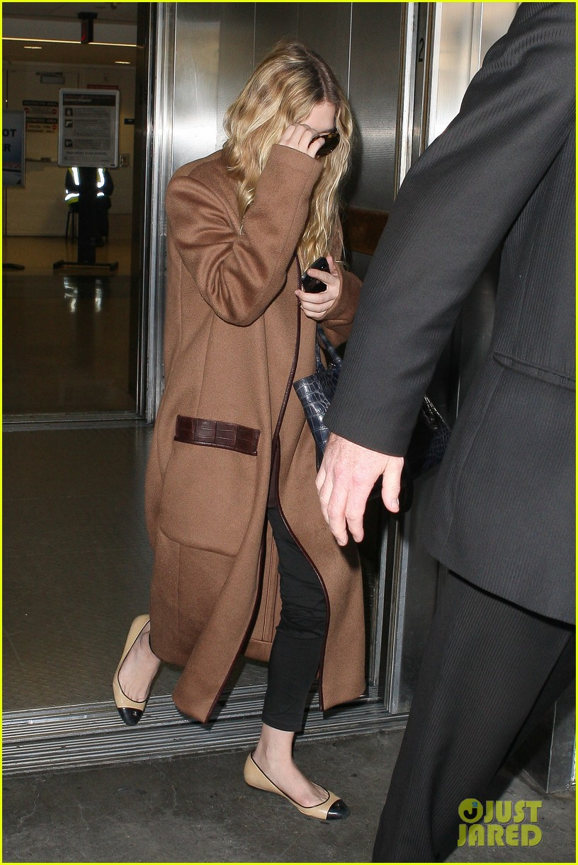 ashley olsen lands at lax after flight trouble 202773740