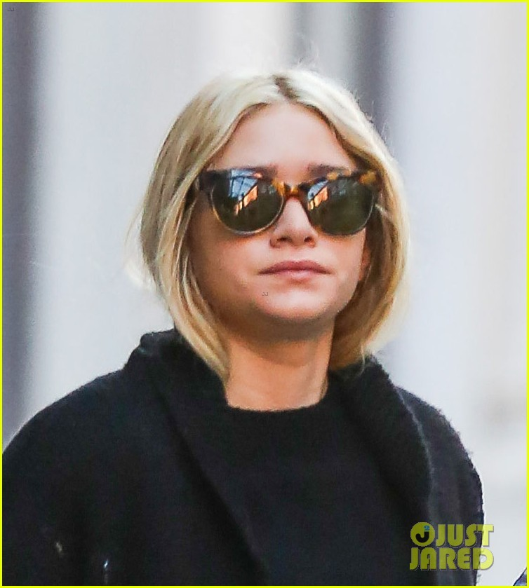 ashley olsen saturday stroll in nyc 02