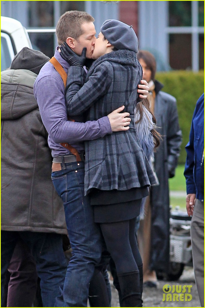 ginnifer goodwin josh dallas kiss set 15
