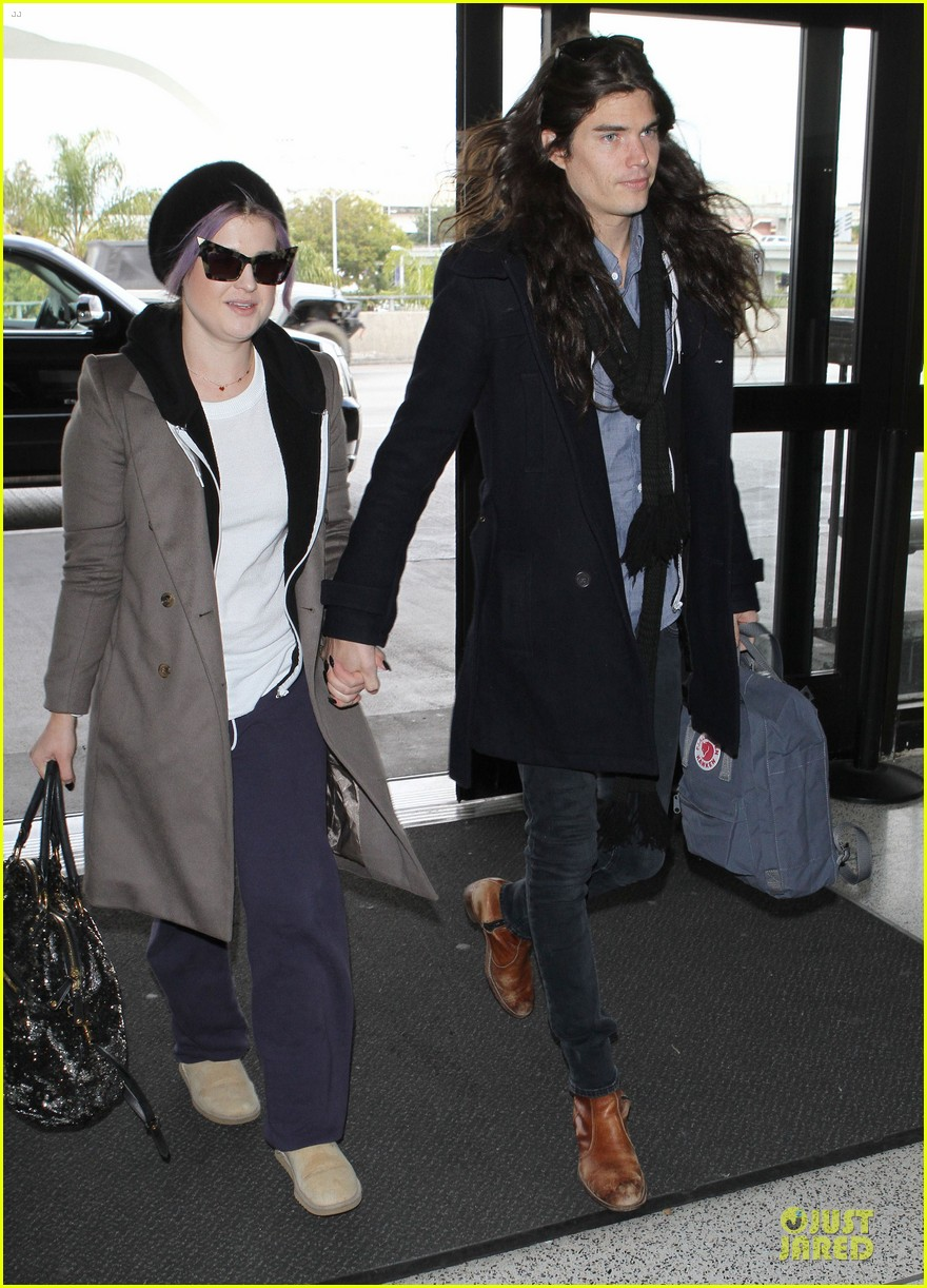 kelly osbourne & matthew mosshart secret xmas holiday trip 01