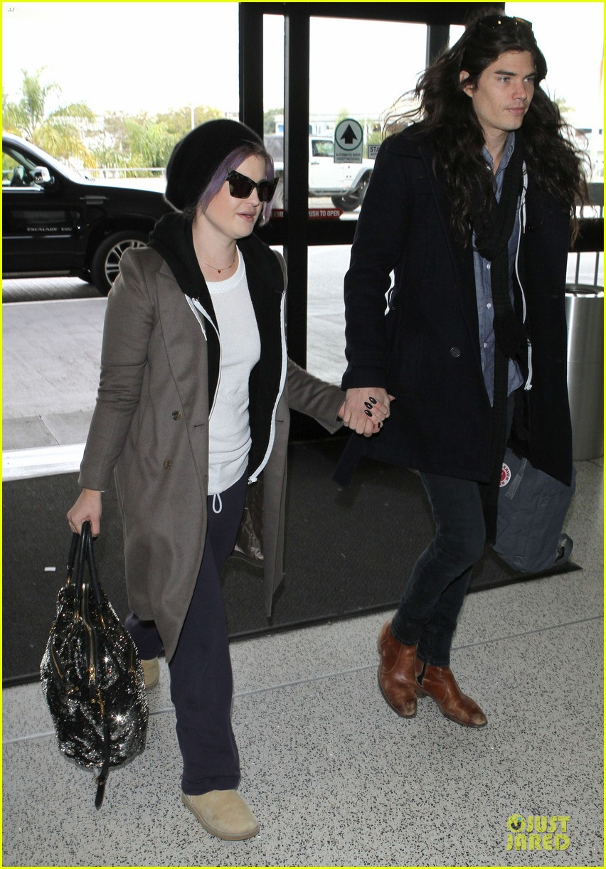kelly osbourne & matthew mosshart secret xmas holiday trip 03