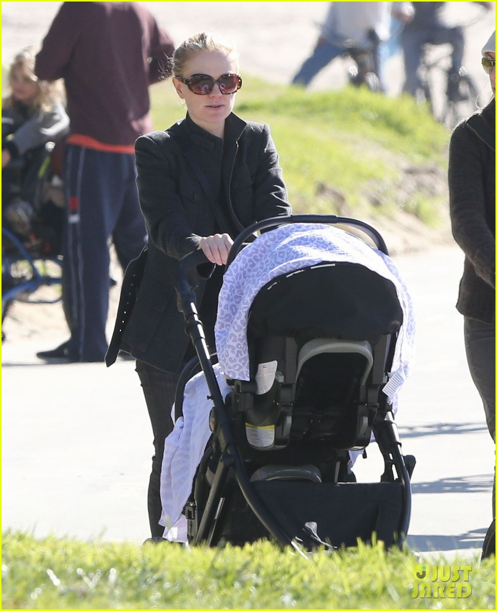 anna paquin venice boardwalk stroll with the twins 03