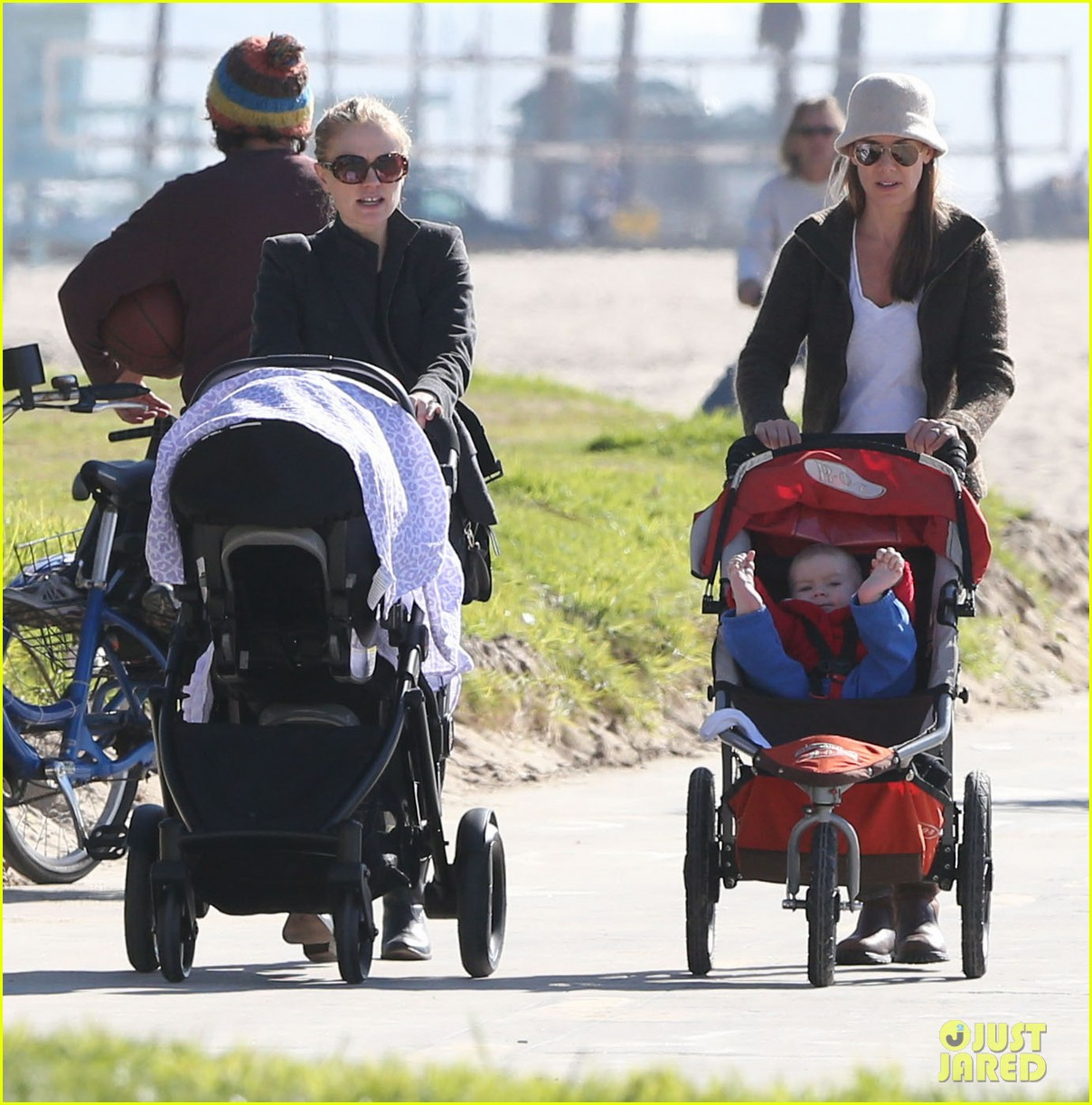anna paquin venice boardwalk stroll with the twins 12