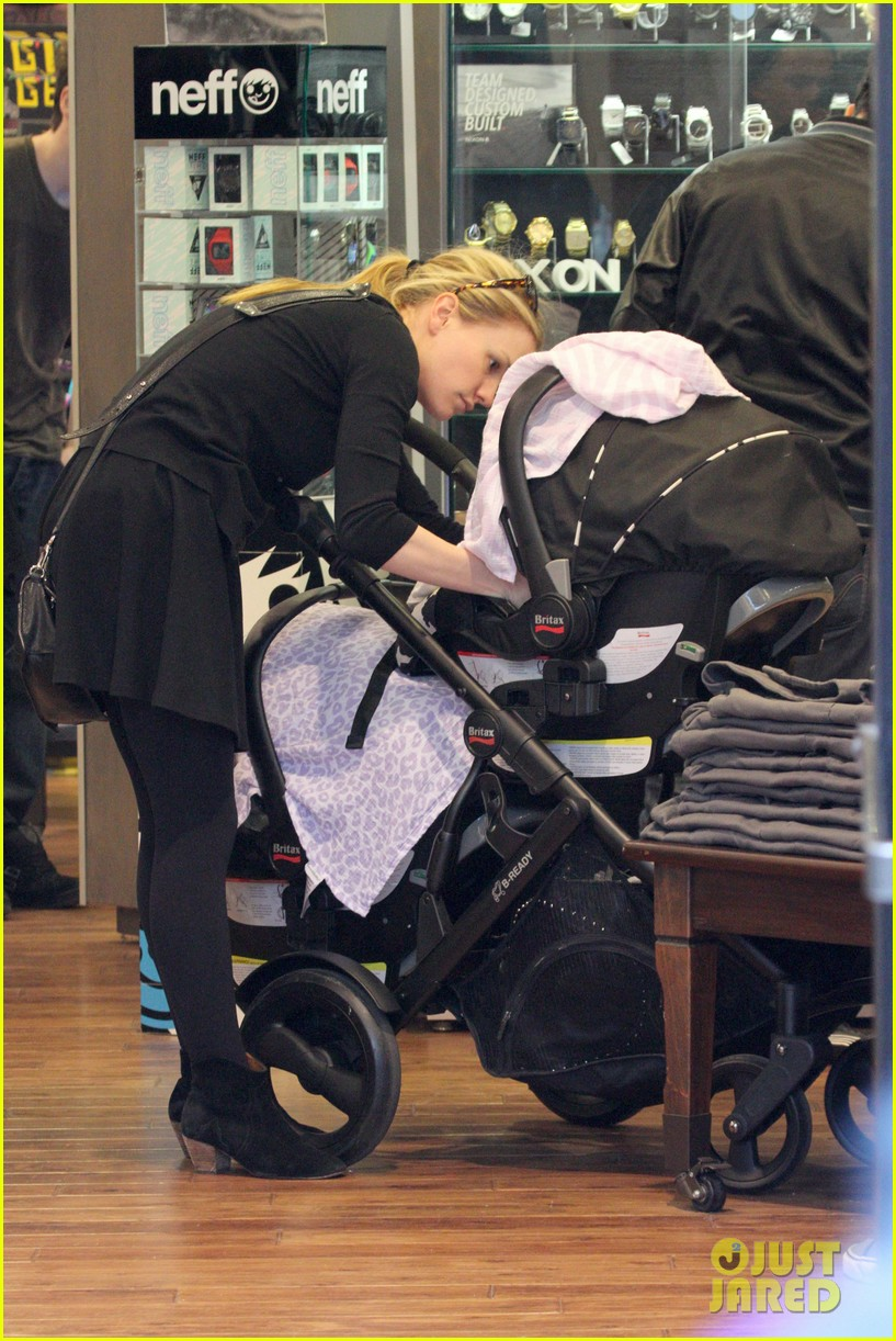 anna paquin stephen moyer holiday shopping with the twins 16