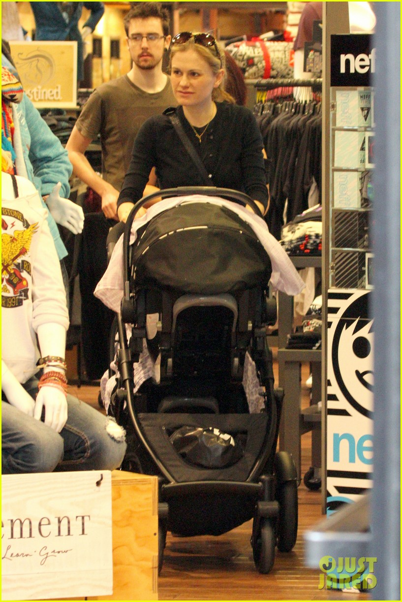 anna paquin stephen moyer holiday shopping with the twins 17