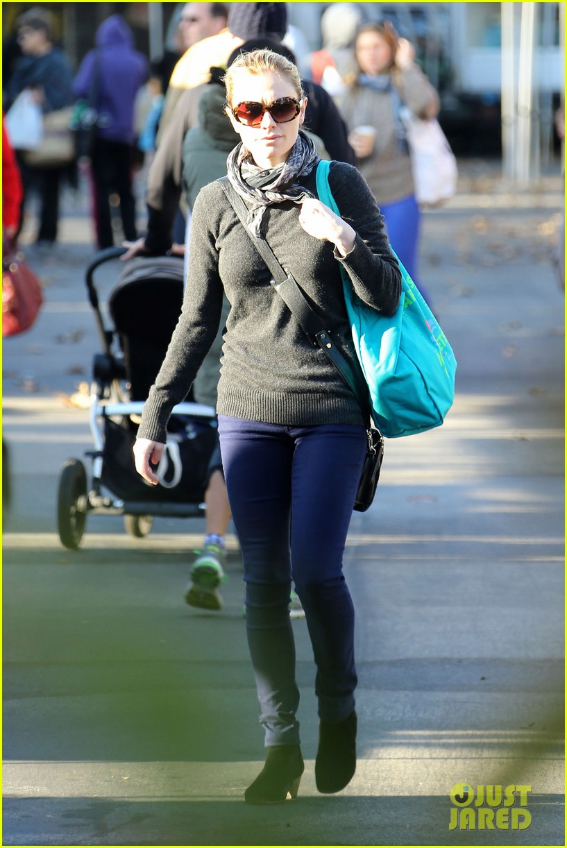anna paquin farmers market morning 05