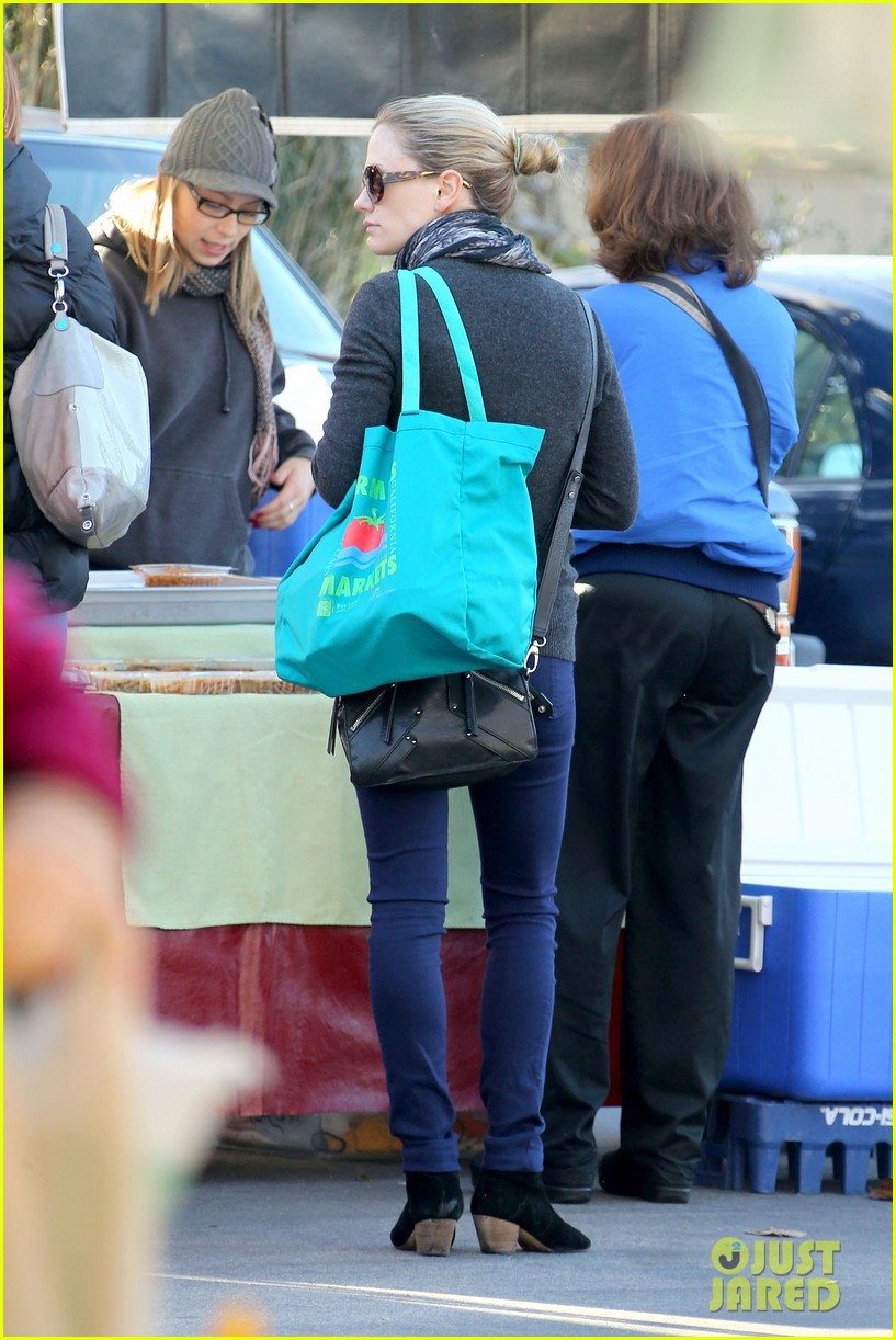 anna paquin farmers market morning 10