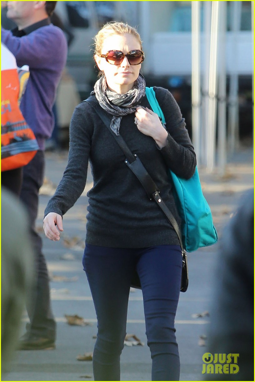 anna paquin farmers market morning 13