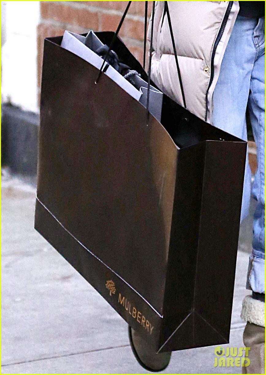 sarah jessica parker post christmas shopping 05