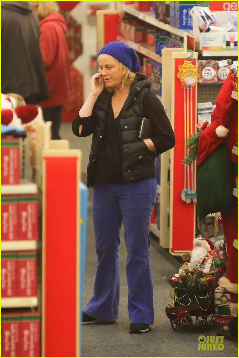 amy poehler holiday shopping with archie 11
