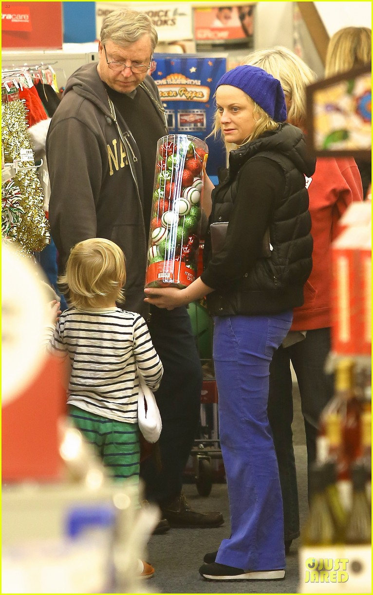 amy poehler holiday shopping with archie 13
