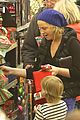 amy poehler holiday shopping with archie 22
