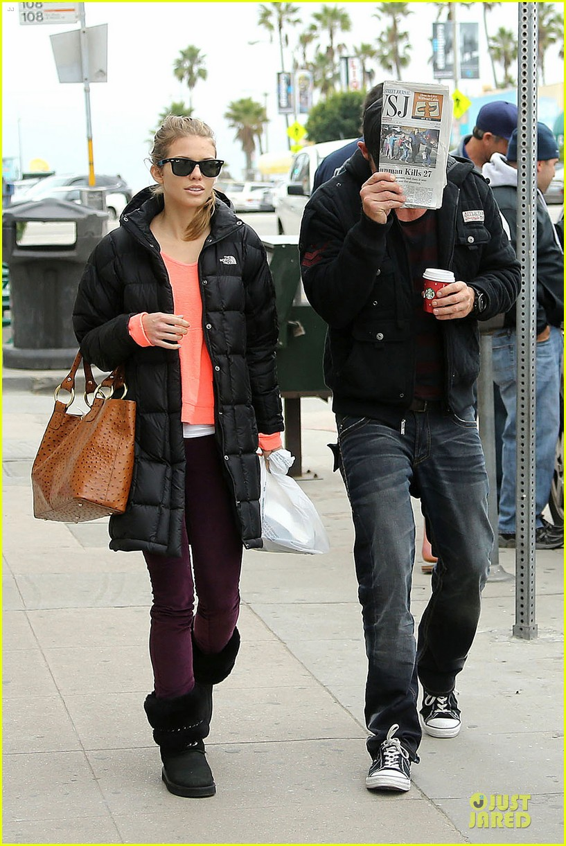 annalynne mccord & dominic purcell coffee strolling couple 06