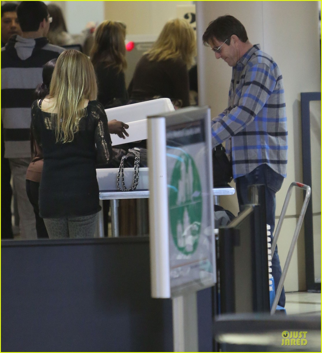 dennis quaid lax departure with a mystery woman 05