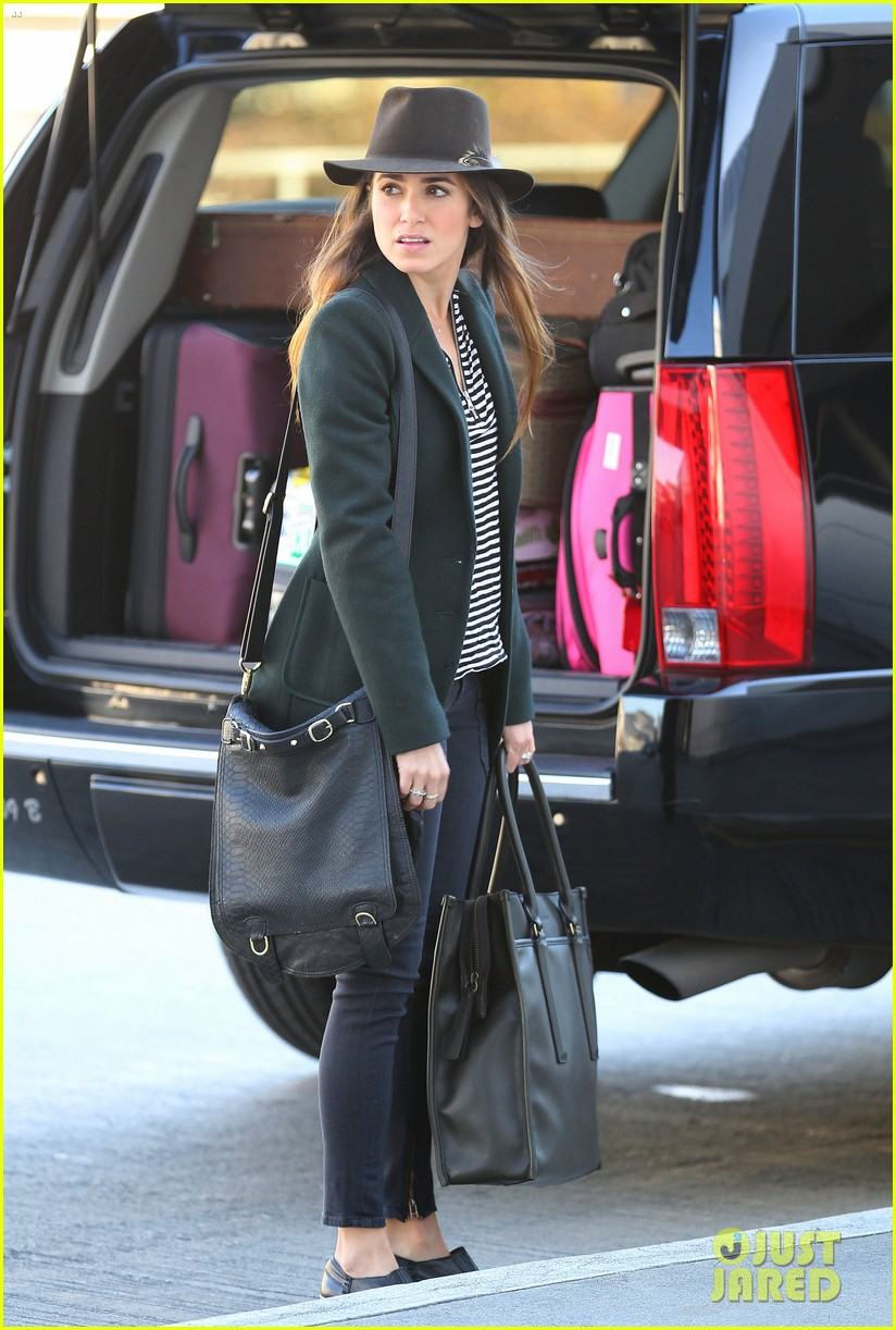 nikki reed paul mcdonald airport with pups 06