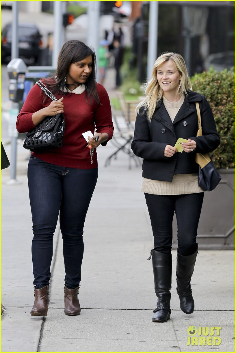 mindy kaling reese witherspoon lunch 07
