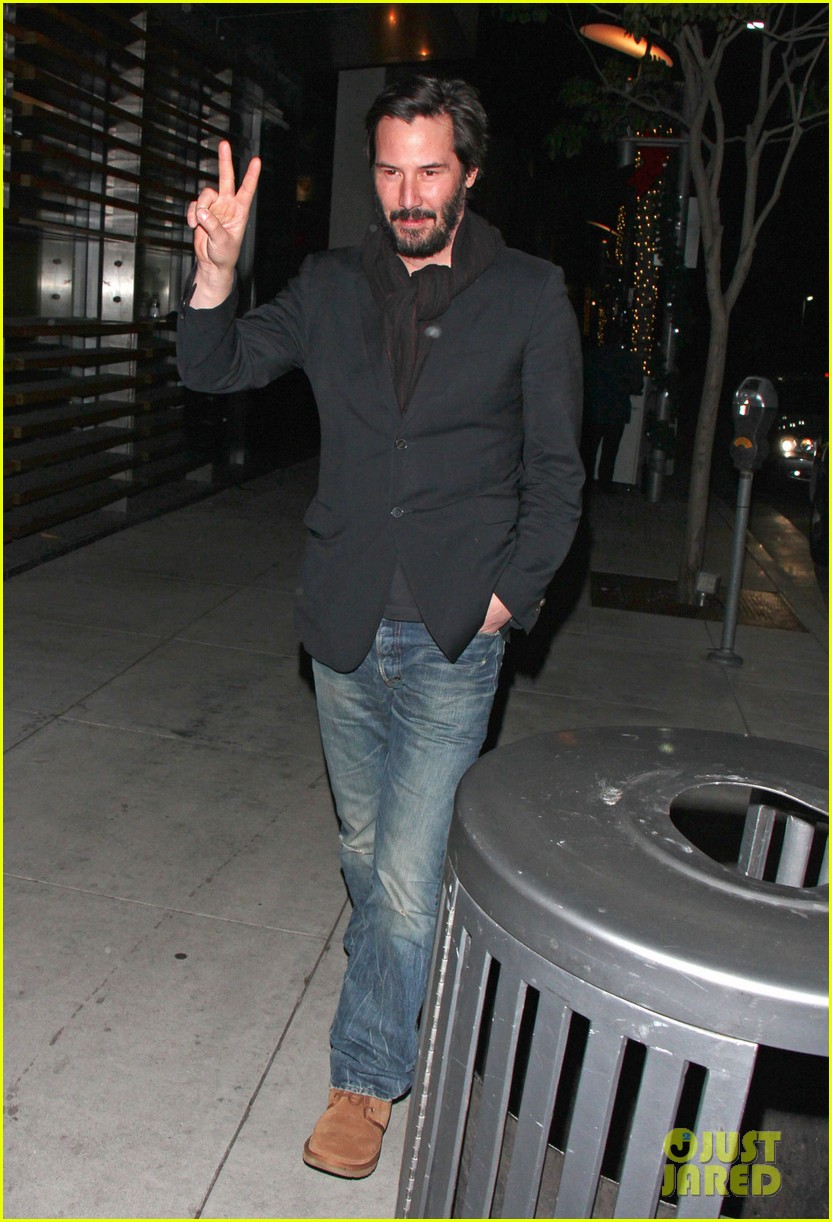 keanu reeves peace out 2012 072782874