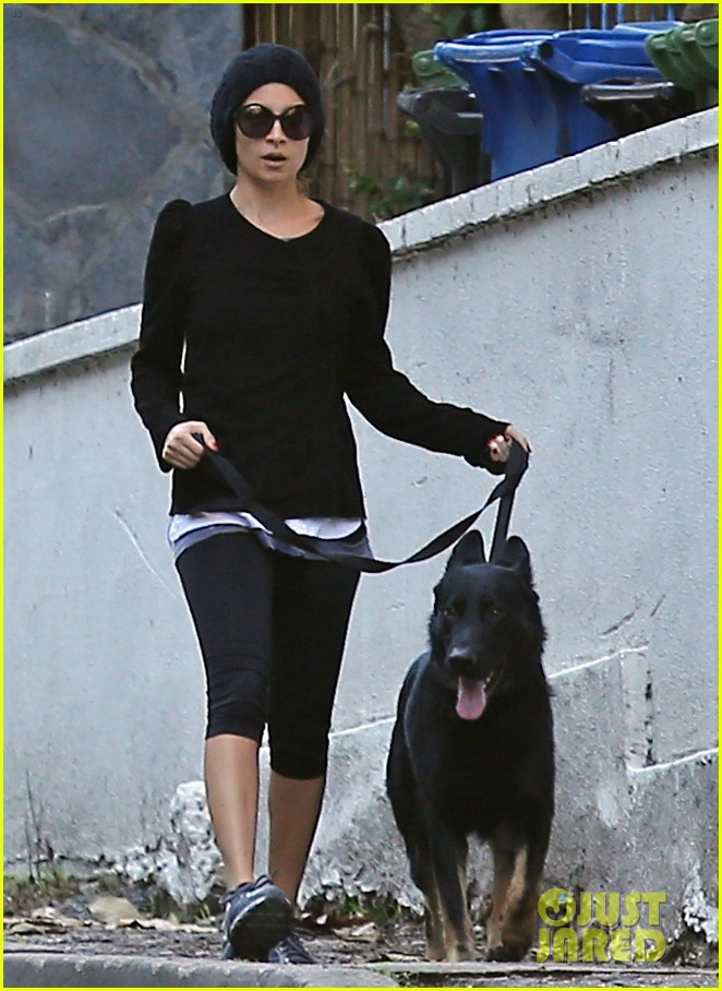 nicole richie morning stroll with her pup iro 01