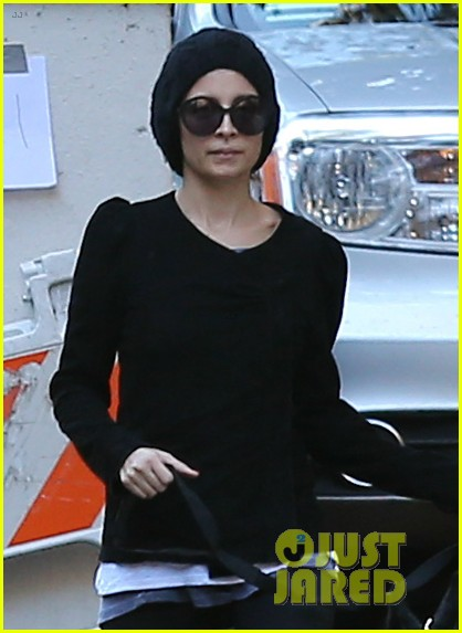 nicole richie morning stroll with her pup iro 02