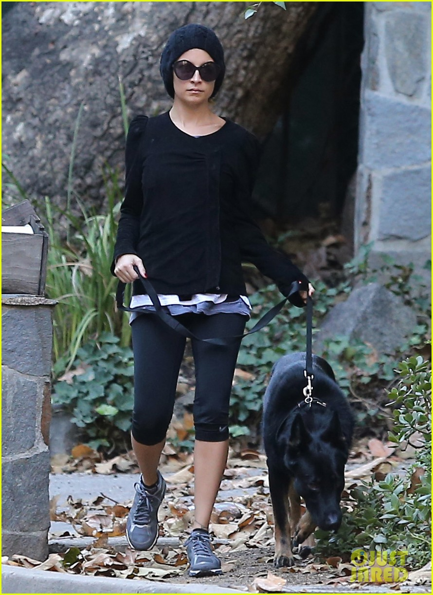 nicole richie morning stroll with her pup iro 03