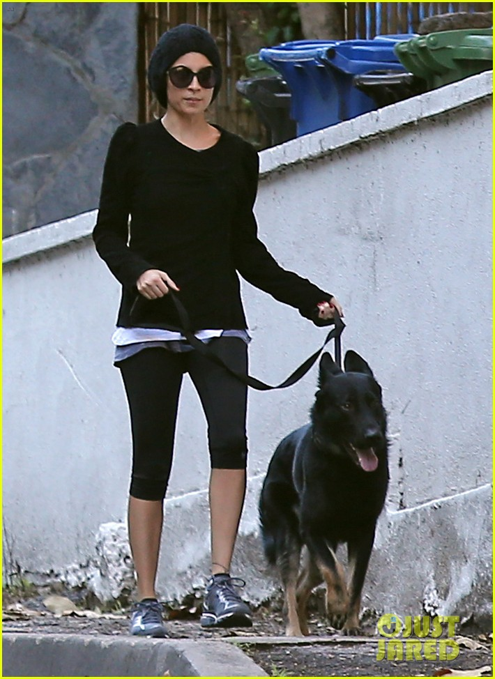 nicole richie morning stroll with her pup iro 06