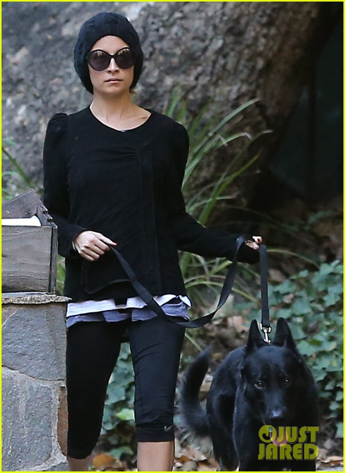 nicole richie morning stroll with her pup iro 08