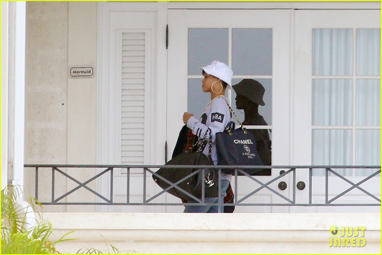 rihanna gran gran dolly memorial at barbados hospital 05