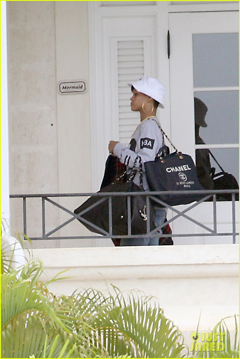rihanna gran gran dolly memorial at barbados hospital 06