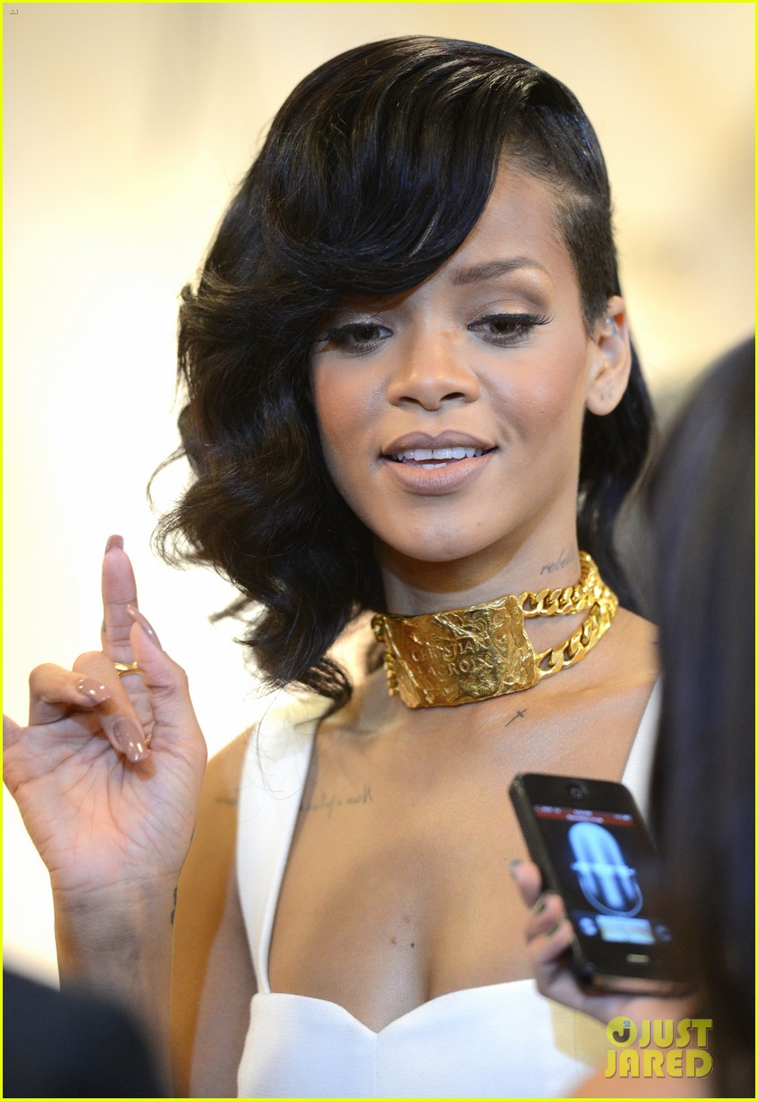 rihanna nude fragrance launch 19
