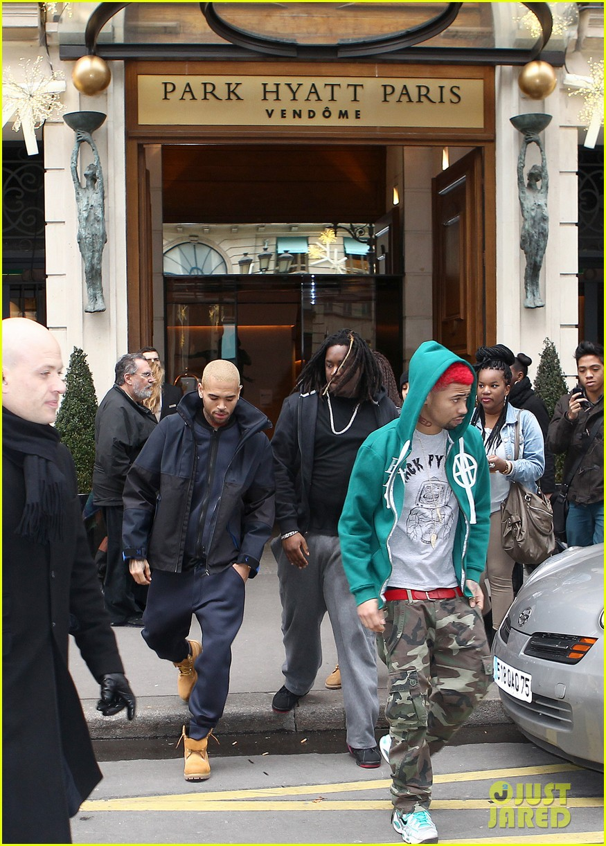 rihanna chris brown separate paris outings 04
