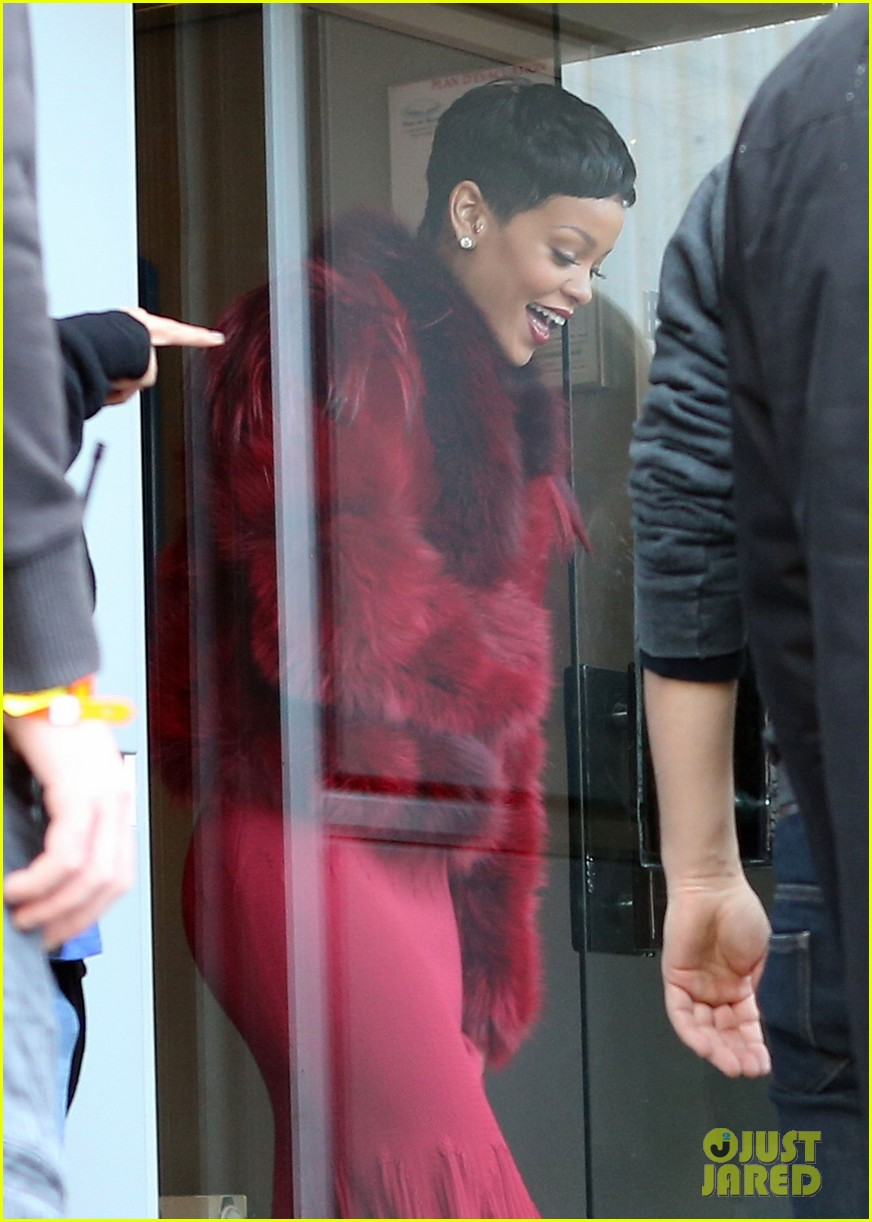 rihanna chris brown separate paris outings 25