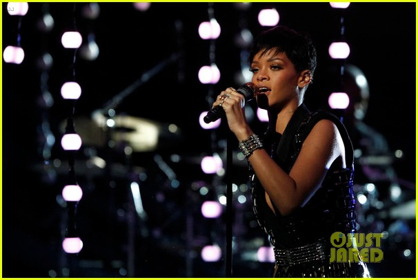 rihanna diamonds on the voice finale watch now 04