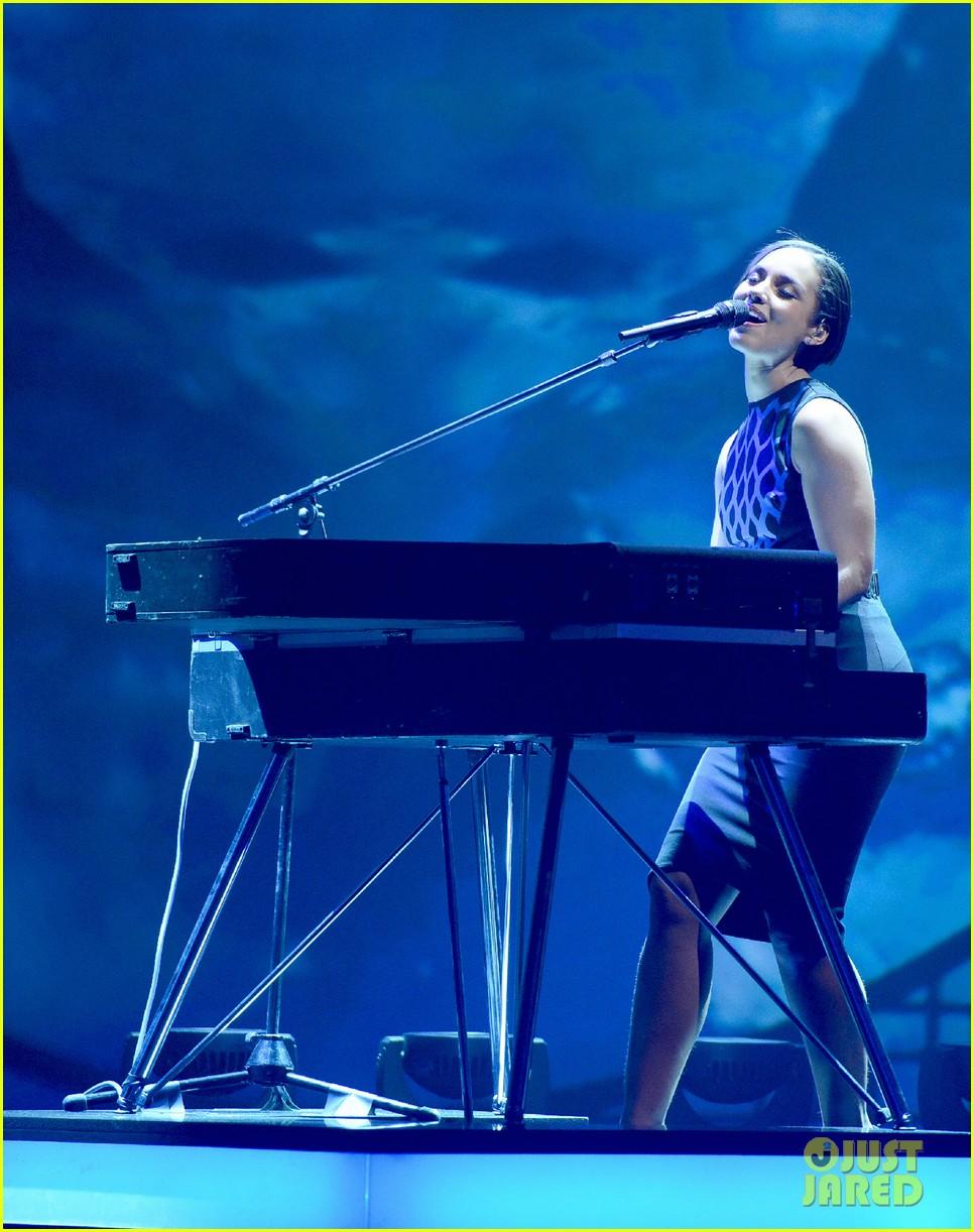 rihanna pink alicia keys wetten daas performances 092772002