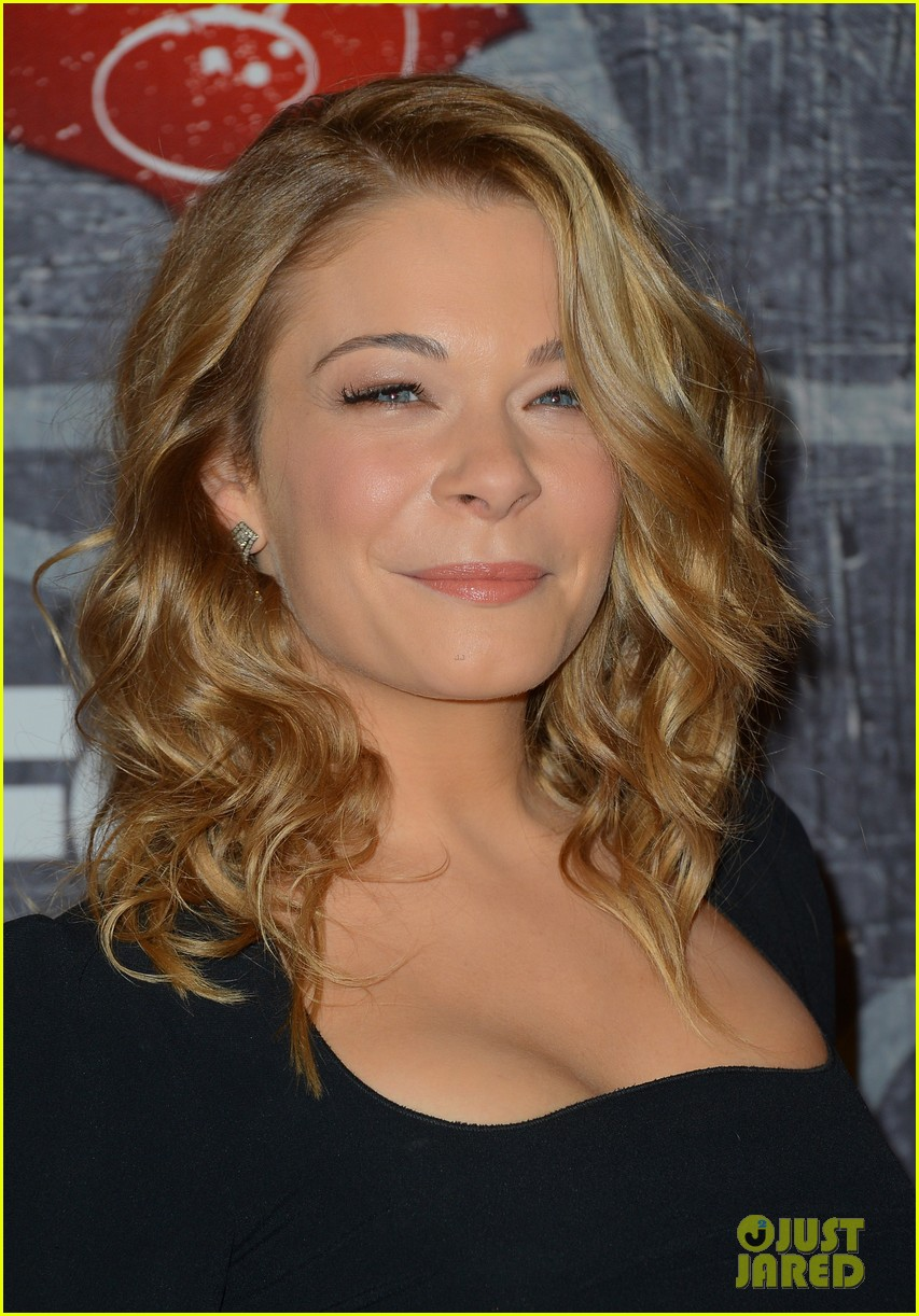 leann rimes acas 2012 red carpet 04