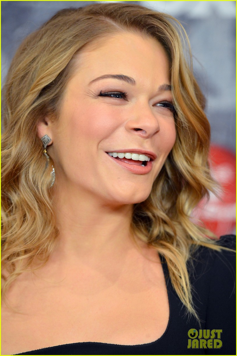 leann rimes acas 2012 red carpet 11